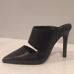 H by HALSTON Black heels, size 5.5